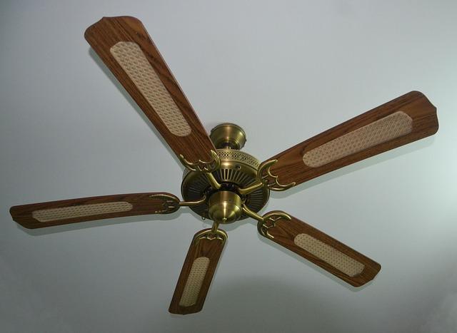 stropní ventilátor ze dřeva